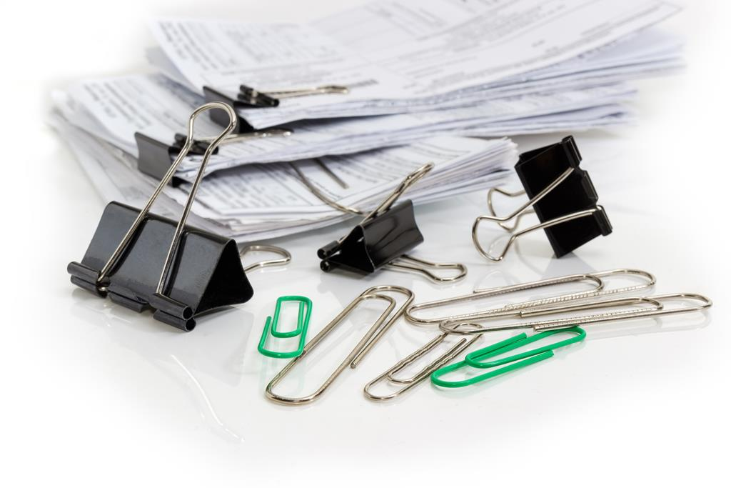 paper clips and binder clips